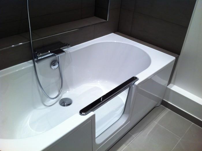 Photo d 39 une saniku komfort de chez habitanova for Baignoire douche a porte