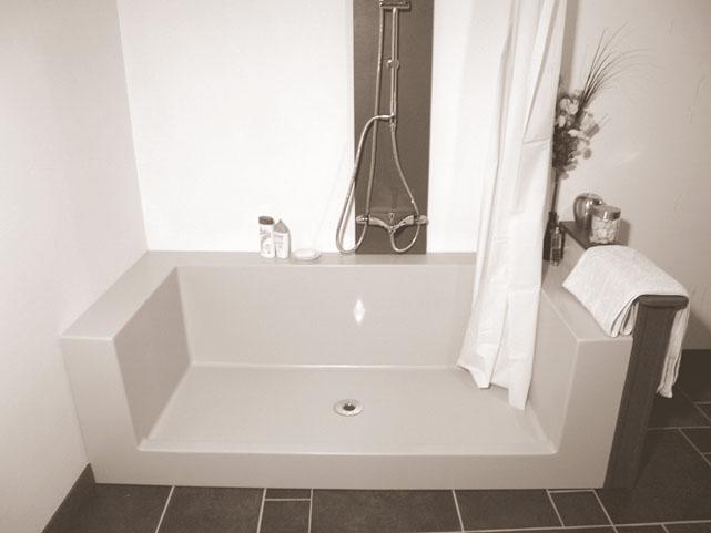 Receveur baignoire/douche Réno distribué et installé par HABITANOVA en exclusivité
