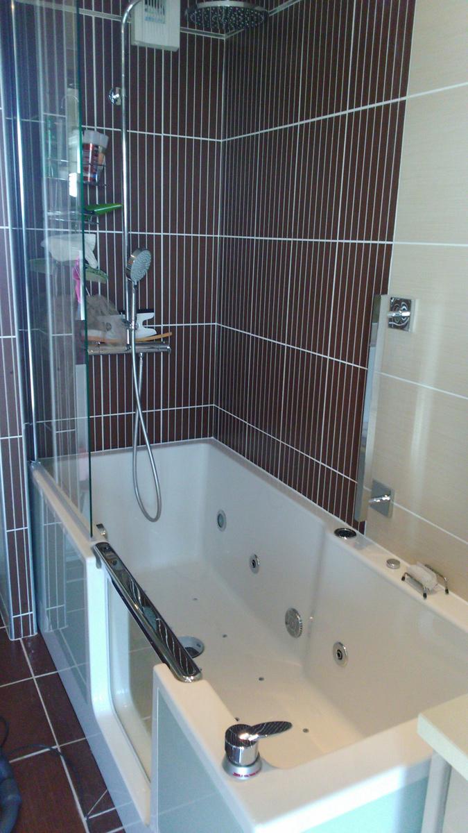 Une réalisation d'un combiné bain-douche Saniku Duo II