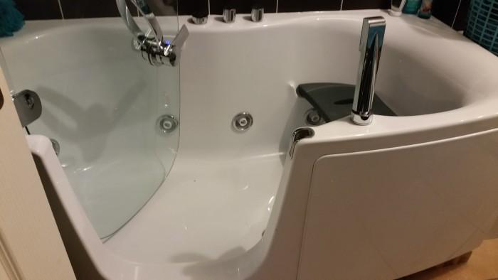 Travaux pour la pose d 39 un combin bain douche baln o for Teuco baignoire