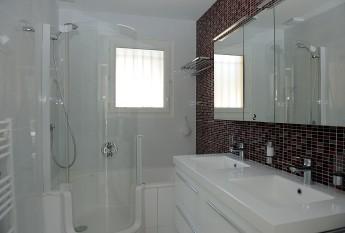 Combiné Douche Bain Twinline 1 : salle de bain des parents