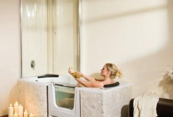 Grand confort du combiné bain douche Saniku Duo