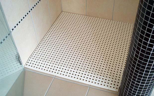 Rampe de douche avec rampe d'accès