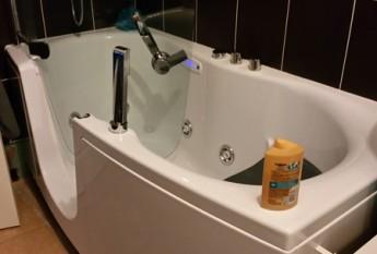 Réalisation chez un client d'un combiné bain-douche Teuco balnéo